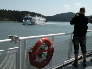 Vanouver と Victoria の移動は Ferry で。小島、半島が入り組んで瀬戸内海の様