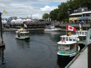 可愛らしい Mini Cruise Boat で湾内観光も出来る
