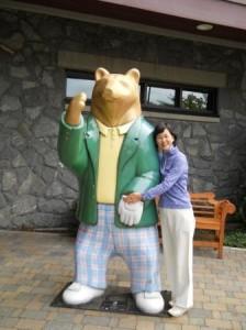 Jack Nicklaus & son によるコース設計 Club House 入り口に大きな Golden Bear が