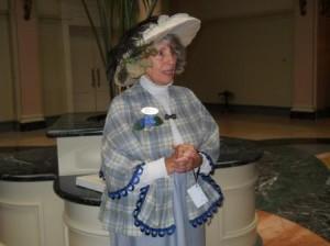 ビクトリア時代正装・ドレスと帽子の Hotel 館内ガイド,ツアー後は Afternonn Tea