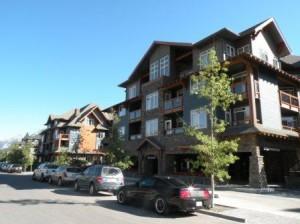 4泊したBlackstone Lodge - Canmore の 街には投資目的の賃貸Lodgeが数十軒も