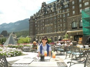 Banff Springs Hotel-Terrace で Lunch Terrace の下が Golf Course
