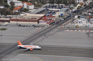 Gibraltar Airport-遮断機